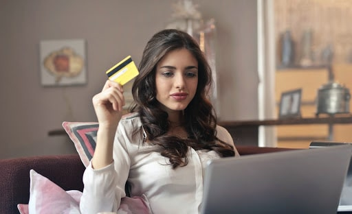 SaaS KPIs growth metrics womann with credit card